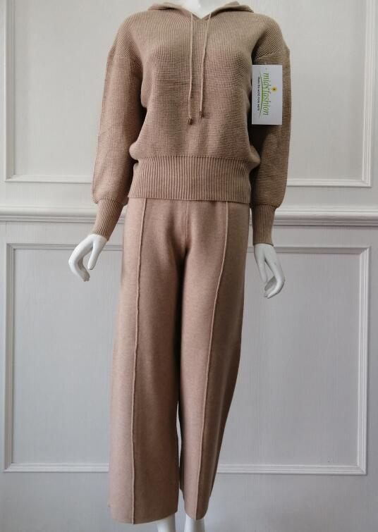 Sweater suit manufacturer customized in China